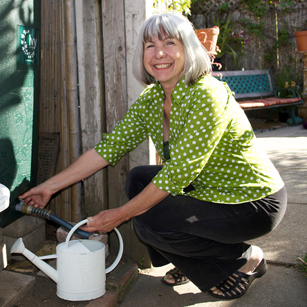 photo of a Soquel Creek Water District customer saving water by utilizing a rain barrel